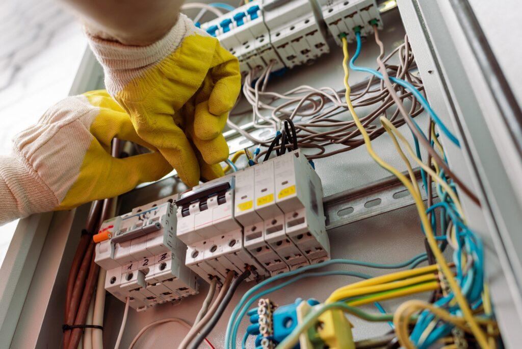 Akut elektriker hverdag pris - hvad bør det koste endelig?
